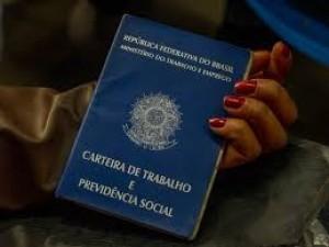 Desemprego cai e atinge 12,8 milhões de brasileiros, diz IBGE